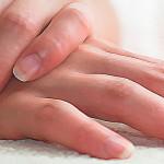 Трескается кожа на пальцах рук около ногтей: избавляемся от проблемы