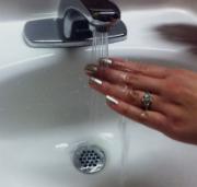 Сушка ногтей холодной водой