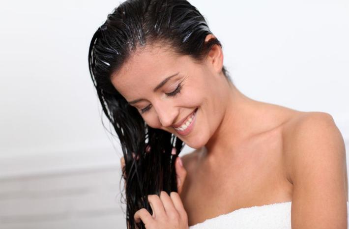 Репейное масло на волосах