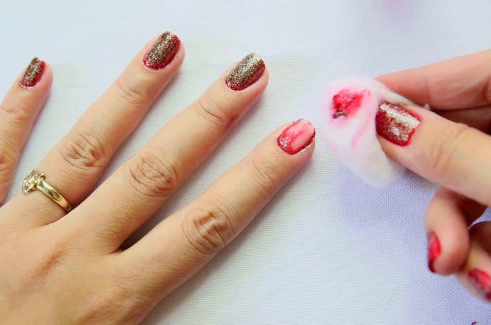 Снятие лака с ногтей