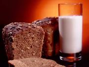 Черный хлеб с молоком