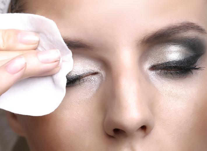 Снятие макияжа с нарощенных ресниц