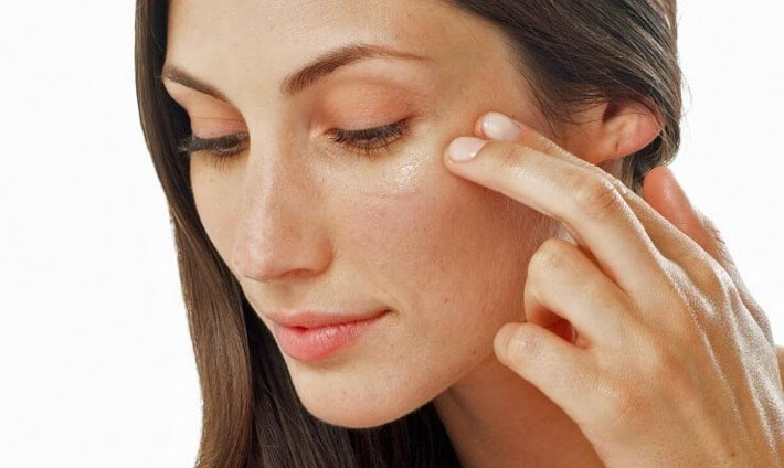 Питание кожи вокруг глаз