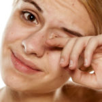 Что делать если ресница попала в глаз